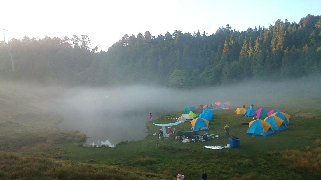 下午霧氣上升,加羅湖面上會開始升起薄薄的一層霧