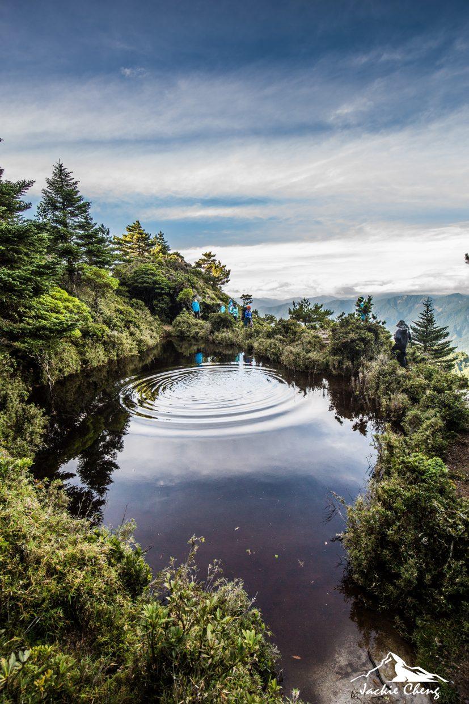 黑水塘營地後方,因形狀像極了台灣島形的小池。