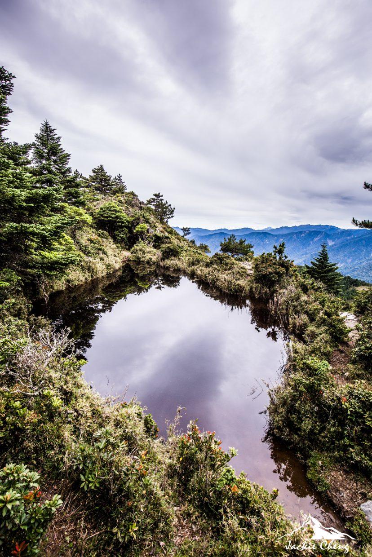 台灣池映照著天色,極為動人