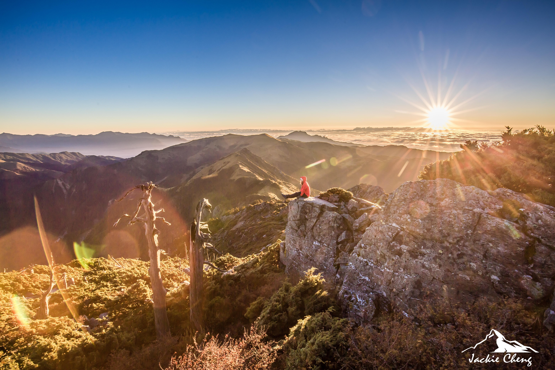 在向陽山北峰拍攝日出,搭配魚眼或短焦距鏡頭拍攝更為震撼。