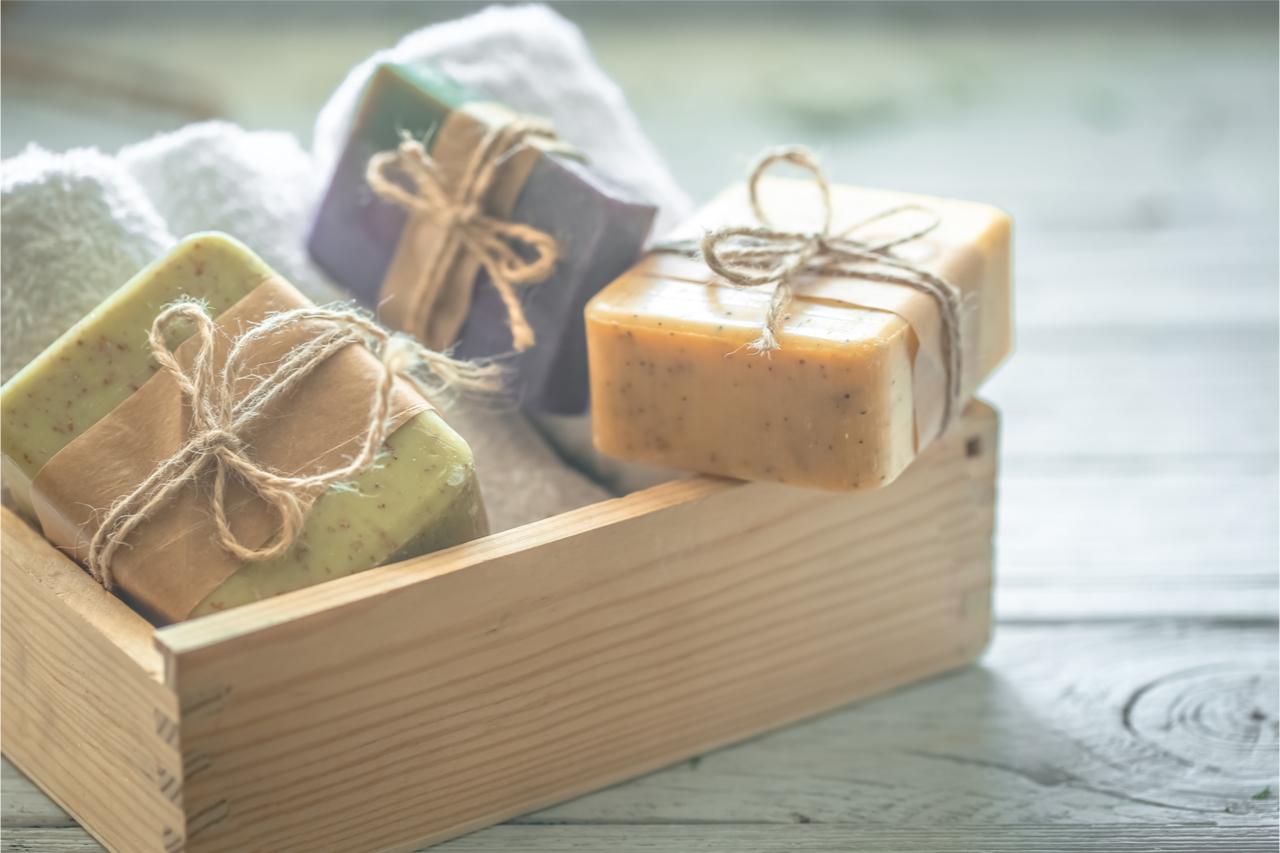 初學者建議使用「橄欖油」、「棕櫚油」或是「椰子油」來做手工皂。