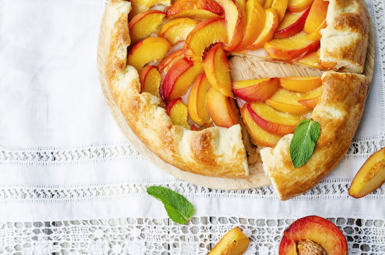 Galette,With,Peaches,On,A,White,Background ,The,Toning ,Selective