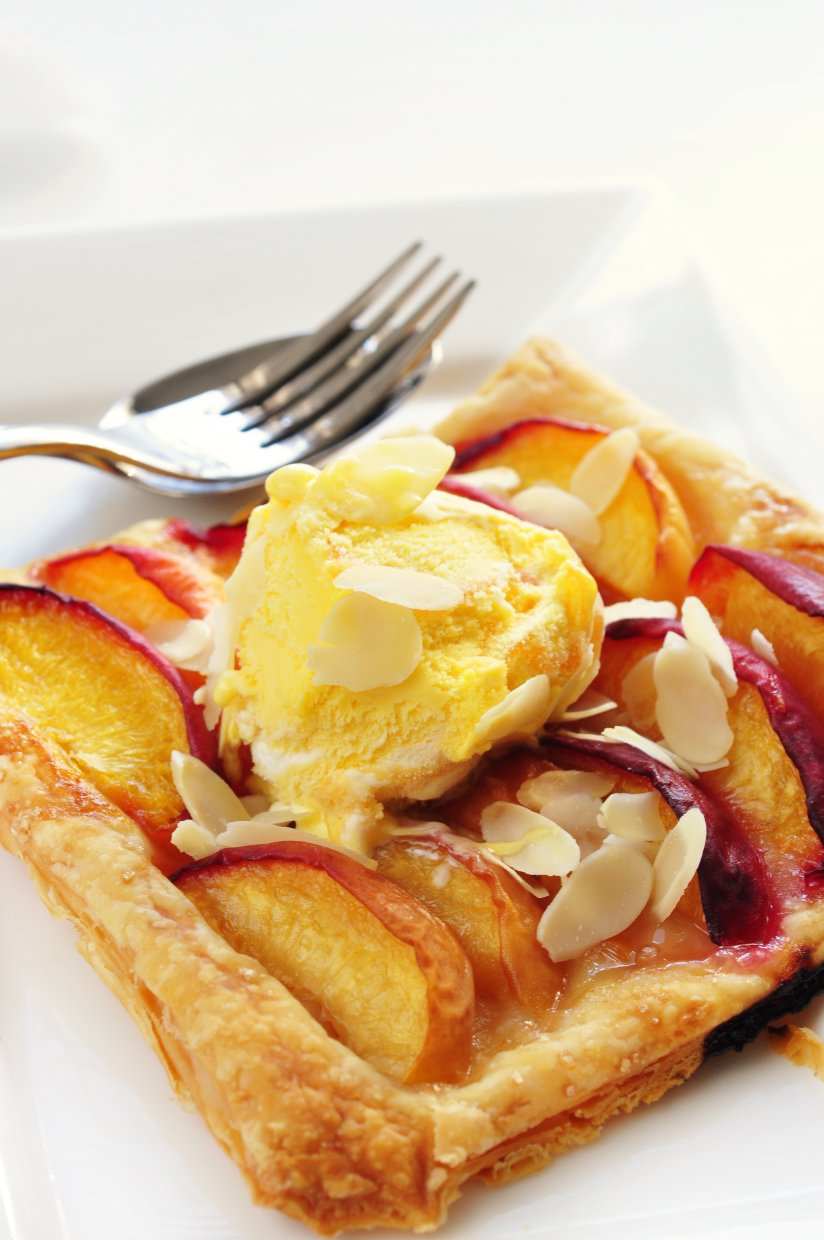 Pastry,Pie,With,Peach,And,Almonds
