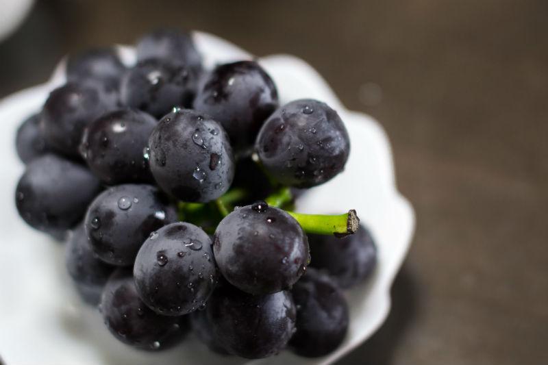 ▲巨峰葡萄果粒大,果肉緊實多汁,濃郁的甜和清爽的酸達到絕妙平衡,被譽為「葡萄之王」。