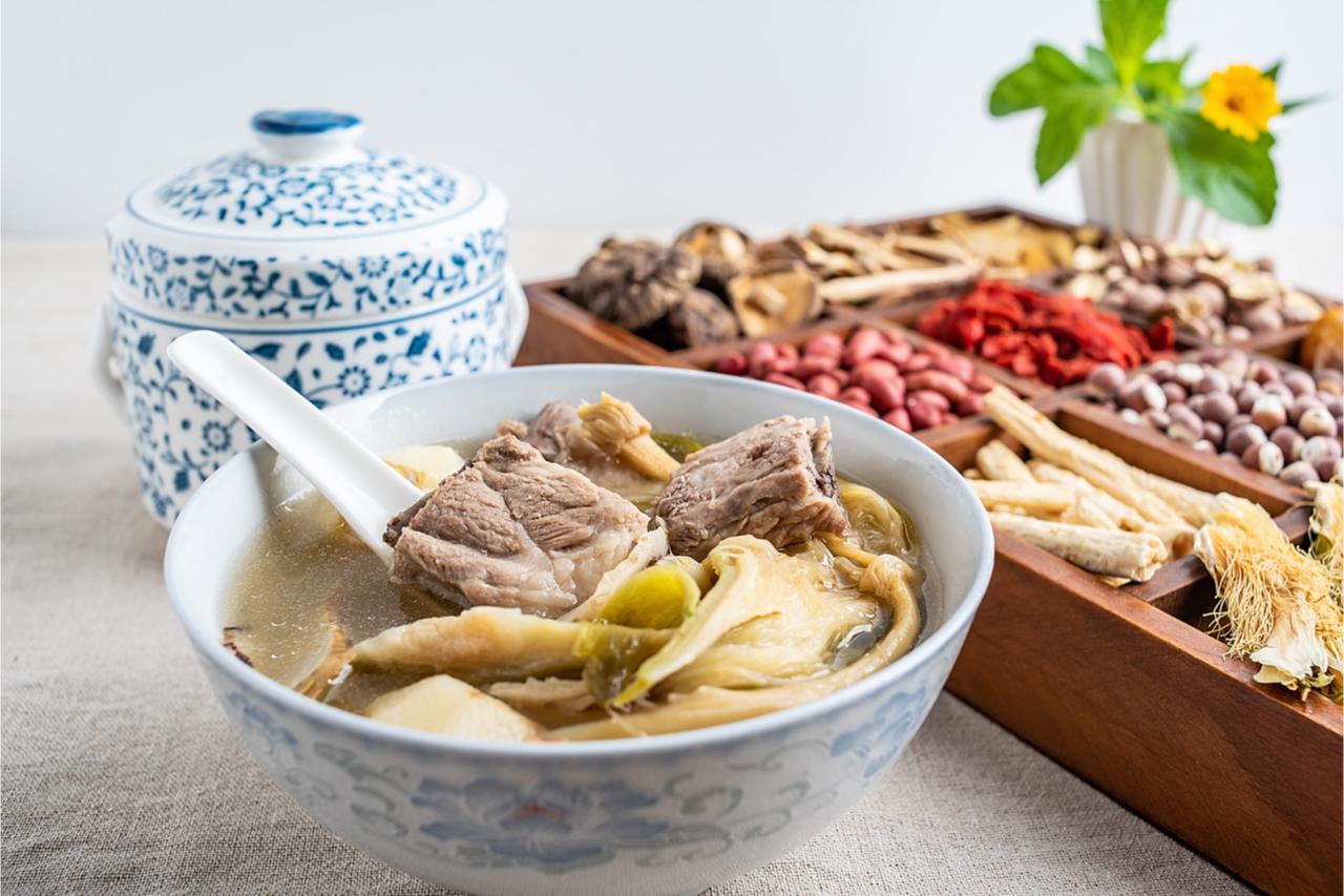 ▲ 百合排骨湯,不僅營養豐富,還有清熱解毒,美容降壓的功效。