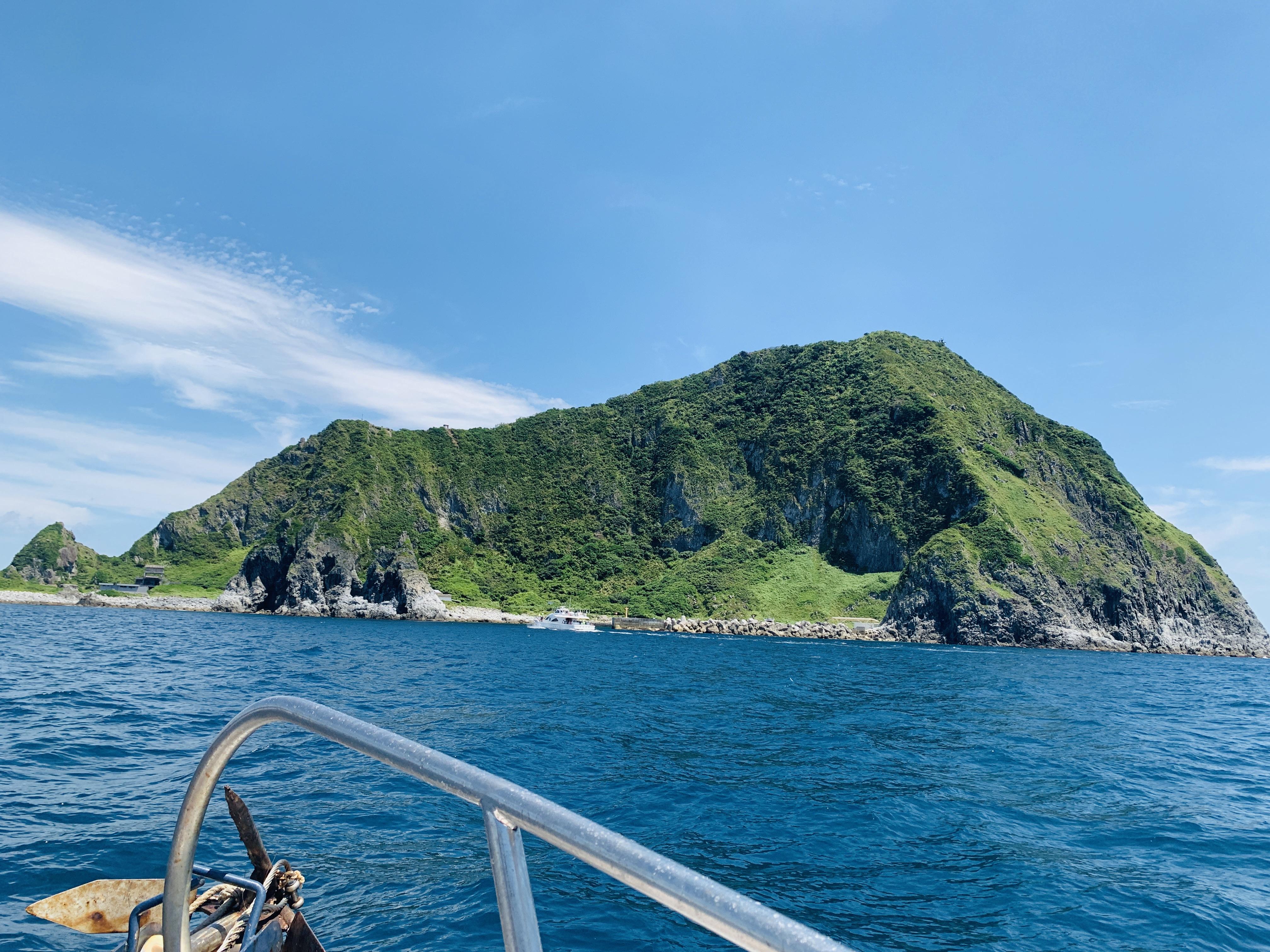 基隆嶼跟我這樣玩!登島繞島看燈塔,加碼推薦基隆嶼周邊美食景點