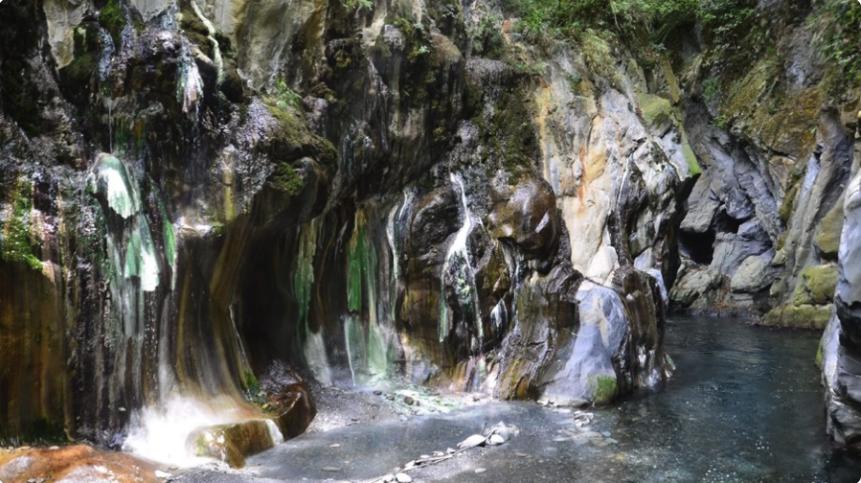 戶外旅行這樣玩!全台野溪溫泉地圖,一篇教你露營、踏青兼泡湯