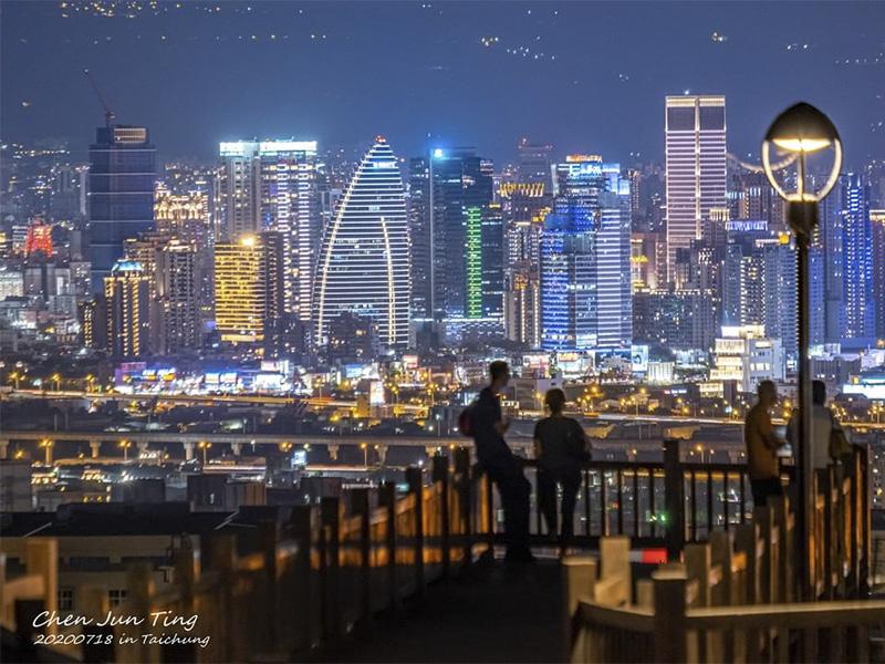 媲美「函館夜景」約會勝地重新開放,台中市區景色盡收眼底