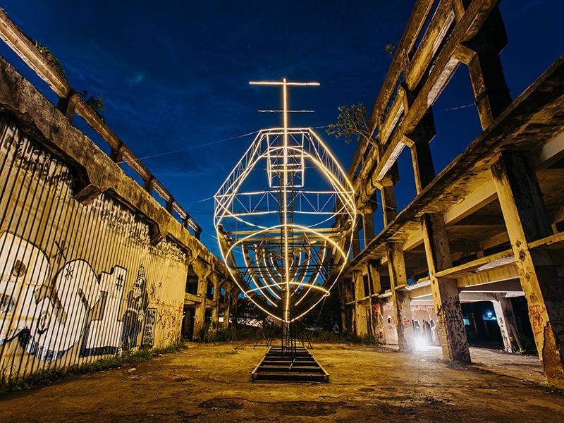 台灣唯一海上美術館!阿根納造船廠化作「大型光雕展」