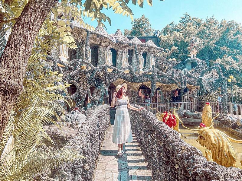 媲美柬埔寨吳哥窟!以貝殼與石頭打造而成的神殿級奇幻廟宇