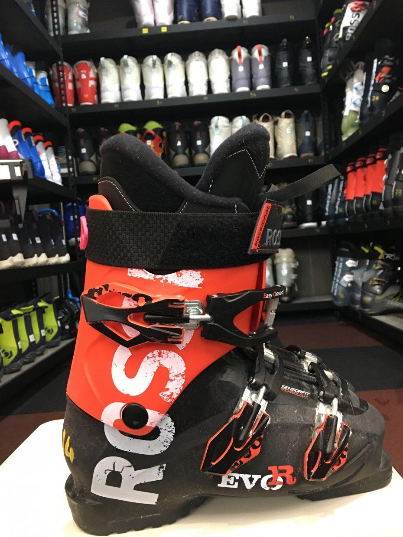 不出國也能在台北滑雪!新店滑遍天下室內滑雪場,讓你縱橫雪場