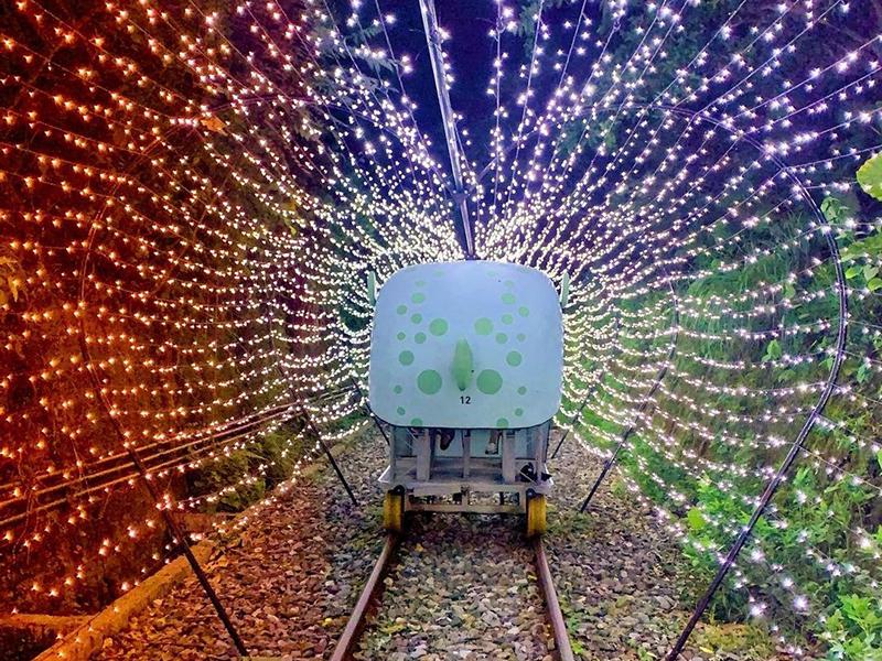耶誕限定!深澳鐵道自行車打造耶誕光隧道、白雪紛飛夢幻之旅