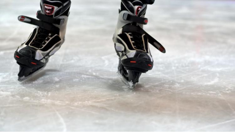 新年新願景!挑戰自我的室內輕旅行:室內滑冰、室內滑輪