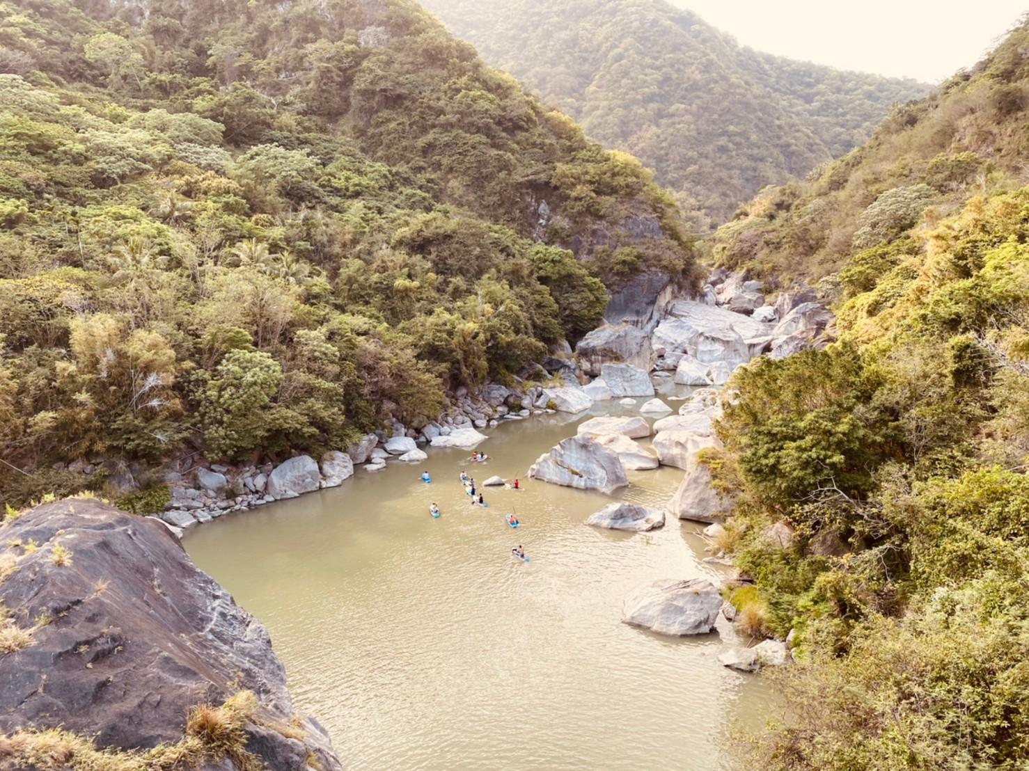 花東小旅行 到有小冰島之稱的台東馬武窟溪玩SUP吧!