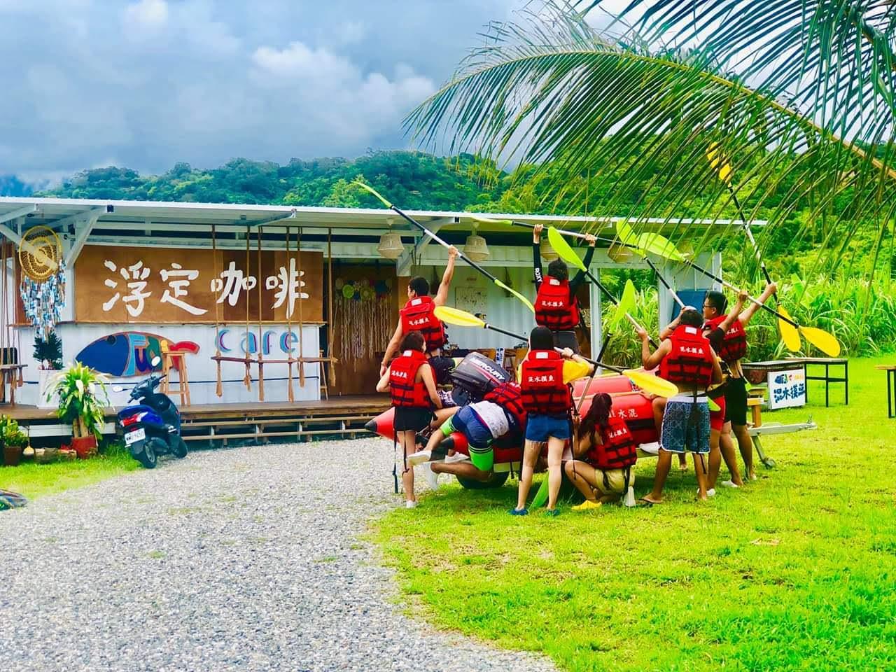 台東石雨傘獨木舟體驗|有著TIFFANY夢幻藍的石雨傘獨木舟