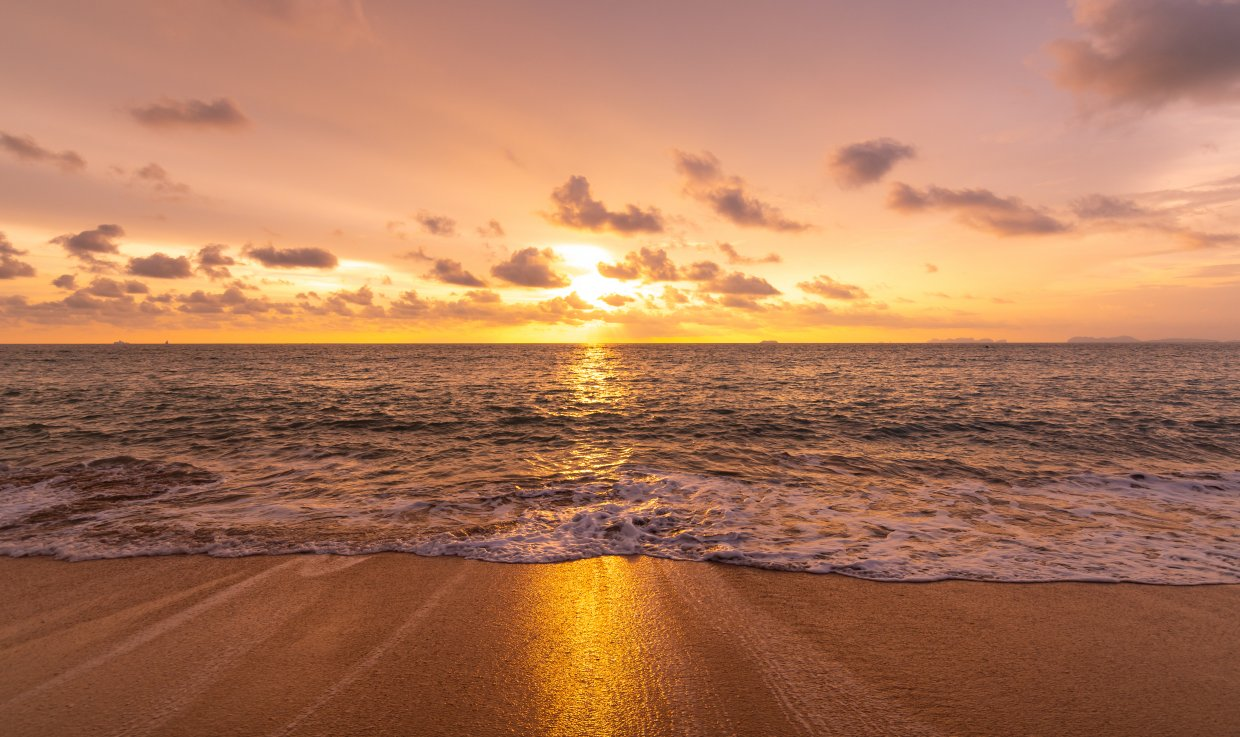 Beautiful,Sunset,Above,Sea,Or,Ocean ,Vibrant,And,Soft,Colors,