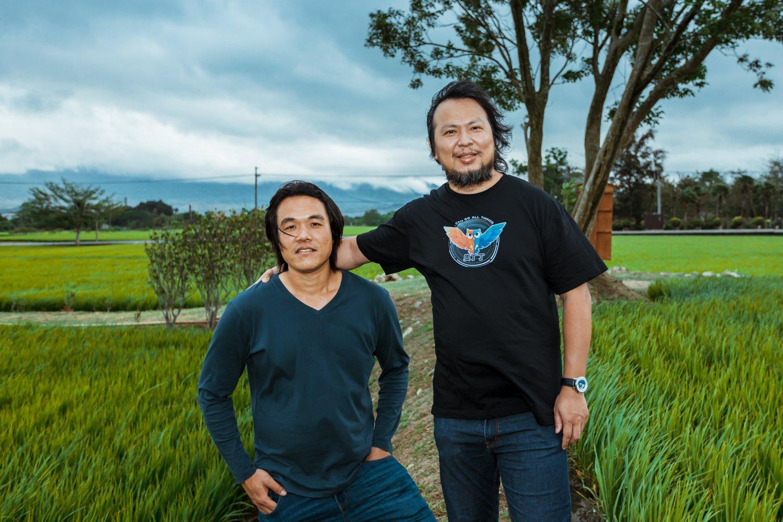 奧丁丁集團創辦人暨執行長王俊凱(圖右)與池上禾穀坊青農魏瑞廷(圖左) 2
