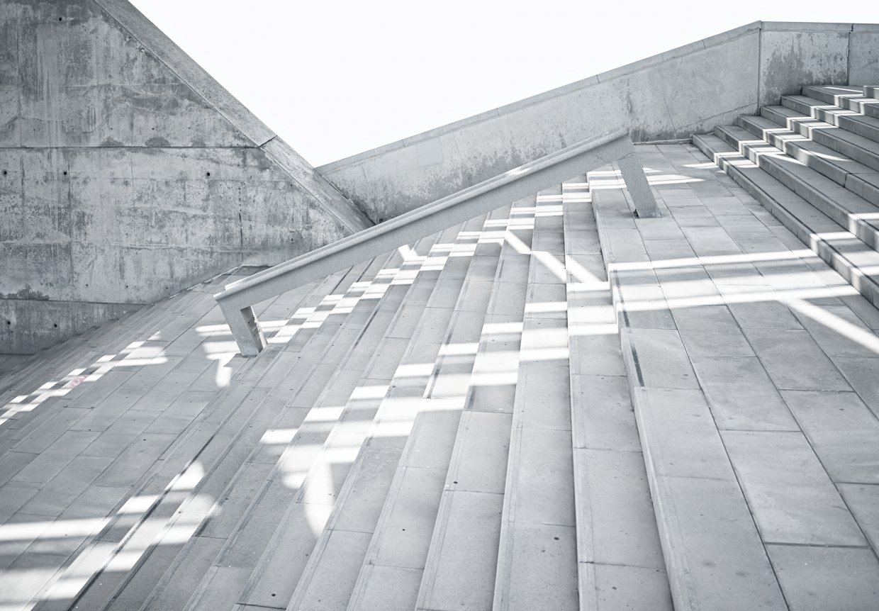 Horizontal,Photo,Blank,Grungy,And,Smooth,Bare,Concrete,Stairs,With