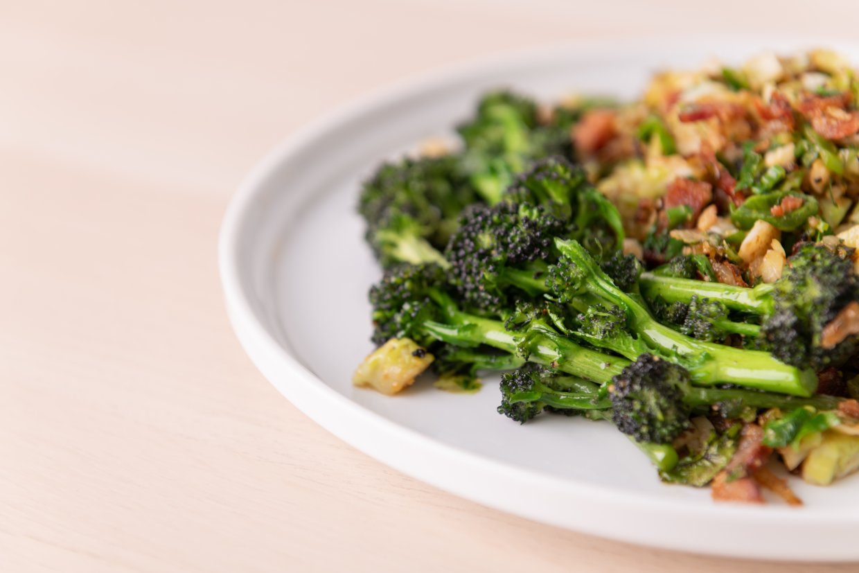 Brussel,Sprouts,And,Broccoli,Sautã©ed,For,Lunch