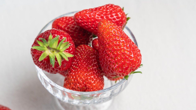 草莓含水量很高,鉀元素非常豐富,能有效調節電解質平衡