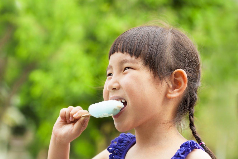 Happy,Little,Girl,Eating,Popsicle,At,Summertime