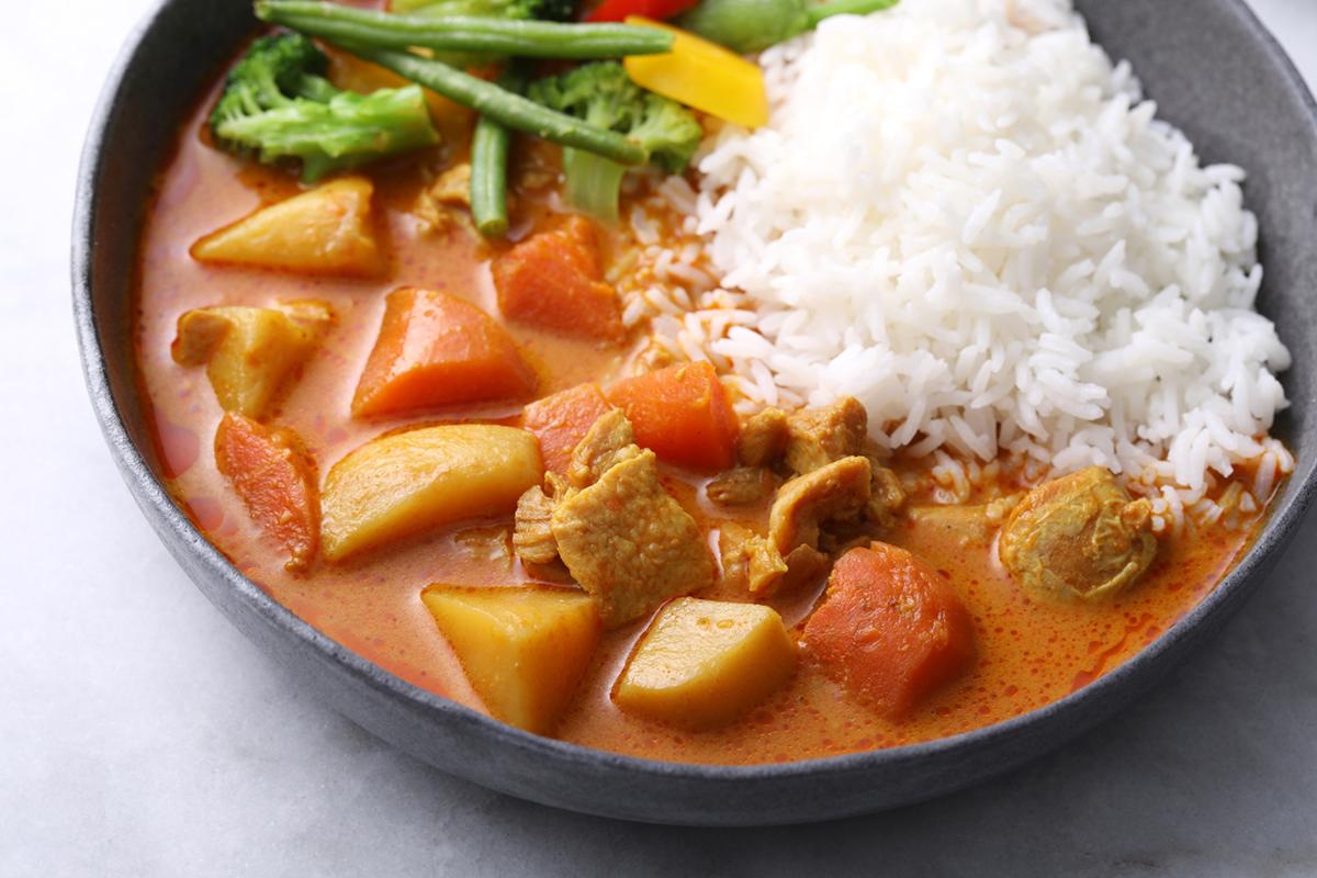 咖哩調理包等即食商品,只要加熱就可以輕鬆吃到美味料理。