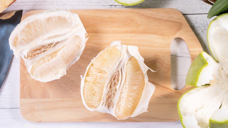 Fresh,Peeled,Pomelo,,Pummelo,,Grapefruit,,Shaddock,On,Bright,Wooden,Background