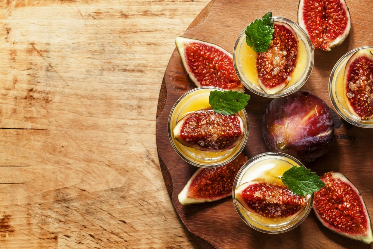 Creamy,White,Yogurt,With,Honey,,Figs,And,Mint,,Top,View,