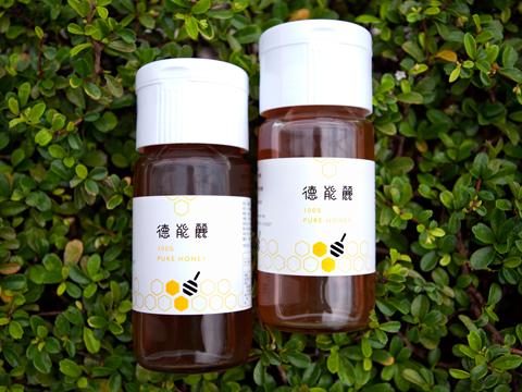 色澤較淺、透亮的荔枝蜜,帶有淡雅荔枝花香,甜中帶微酸,入口十分清爽溫潤