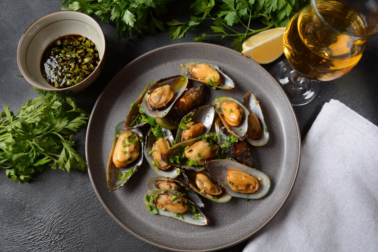 Classic,French,Meal,Moules,Mariniã¨re,Marinara,Mussels,With,Garlic,,Sauce,