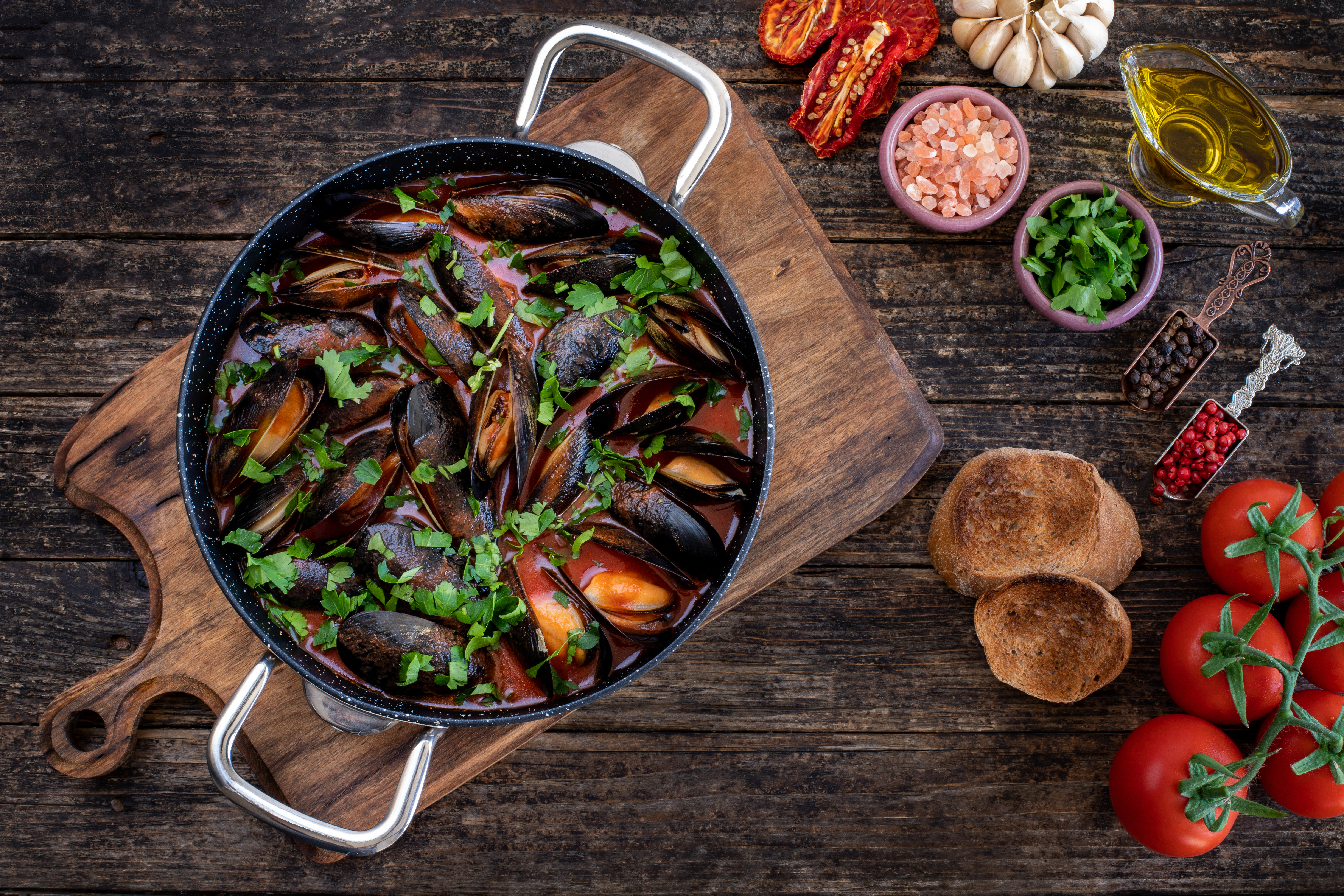 Moules,Mariniere,,Chowder,,Bouillabaisse,And,Steamed,Mussels,On,The,Table