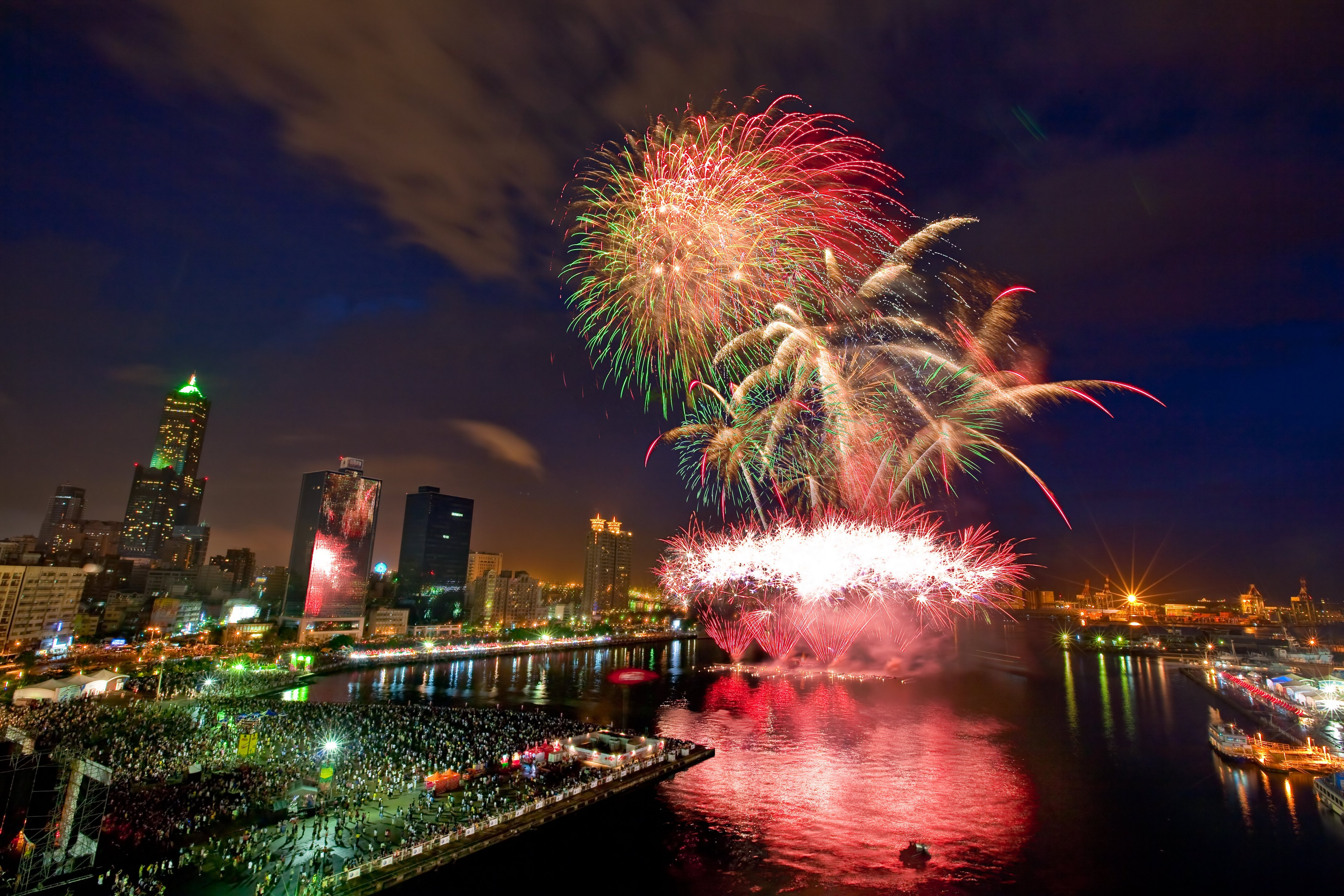 Fireworks,At,Kaohsiung,Harbor