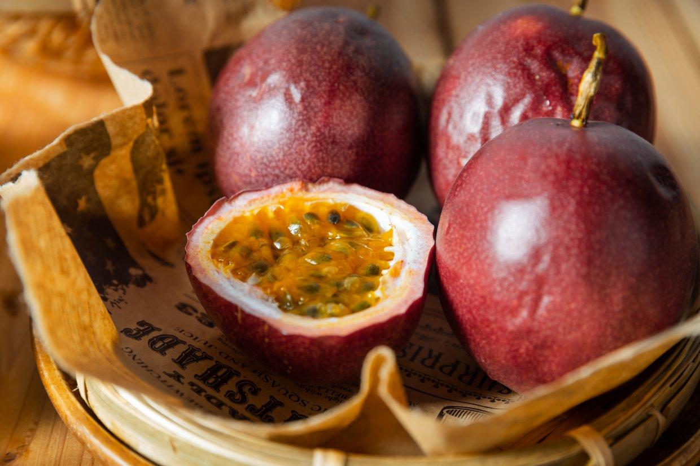 來自南投埔里,採有機栽培,更噴灑自製Omega3酵素做肥料,種植出來的百香果特別大顆又香甜。